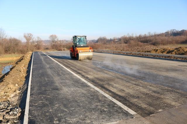 Završni radovi na saobraćajnici u industrijskoj zoni